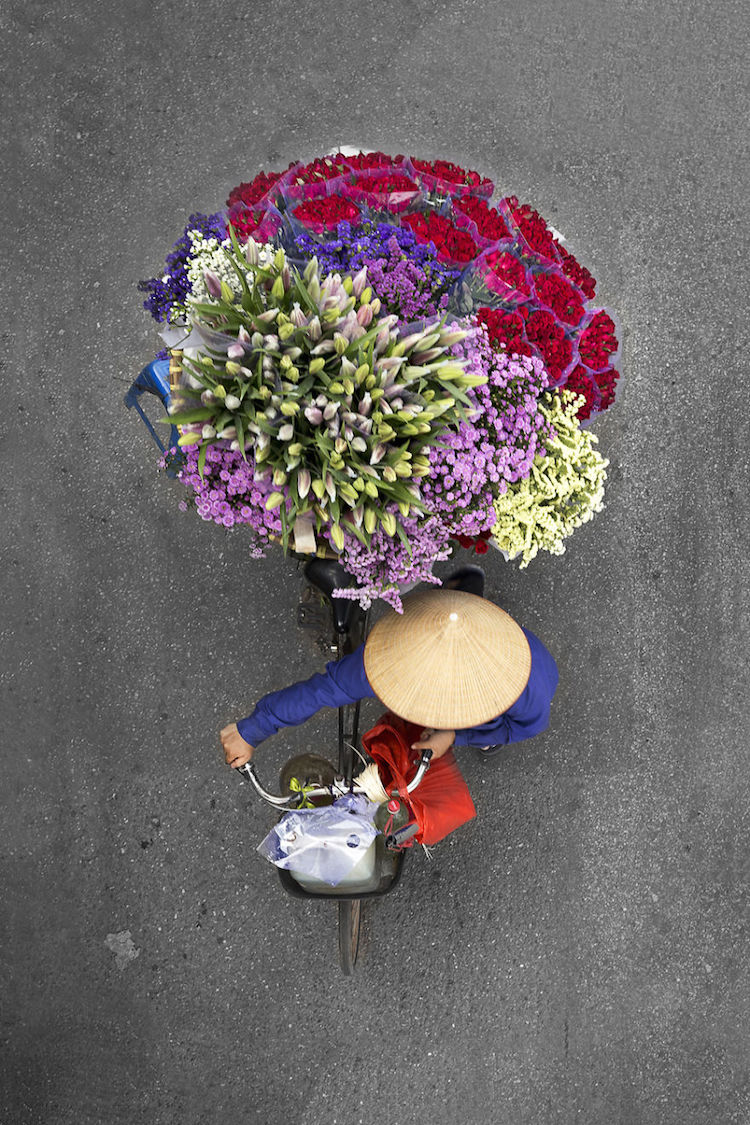 Photographer Captures Colorful Flowers On The Bicycle Of Street Vendor