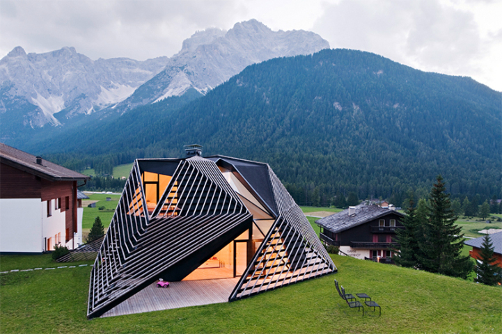 Unique Roof Provides Natural Ventilation In Italy
