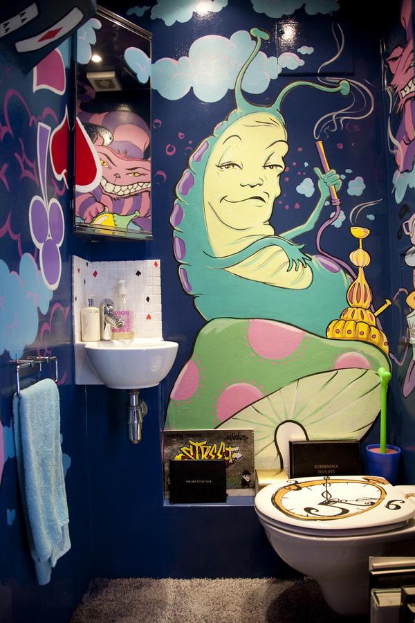 Psychedelic Alice And Wonderland Bathroom 5 Pics