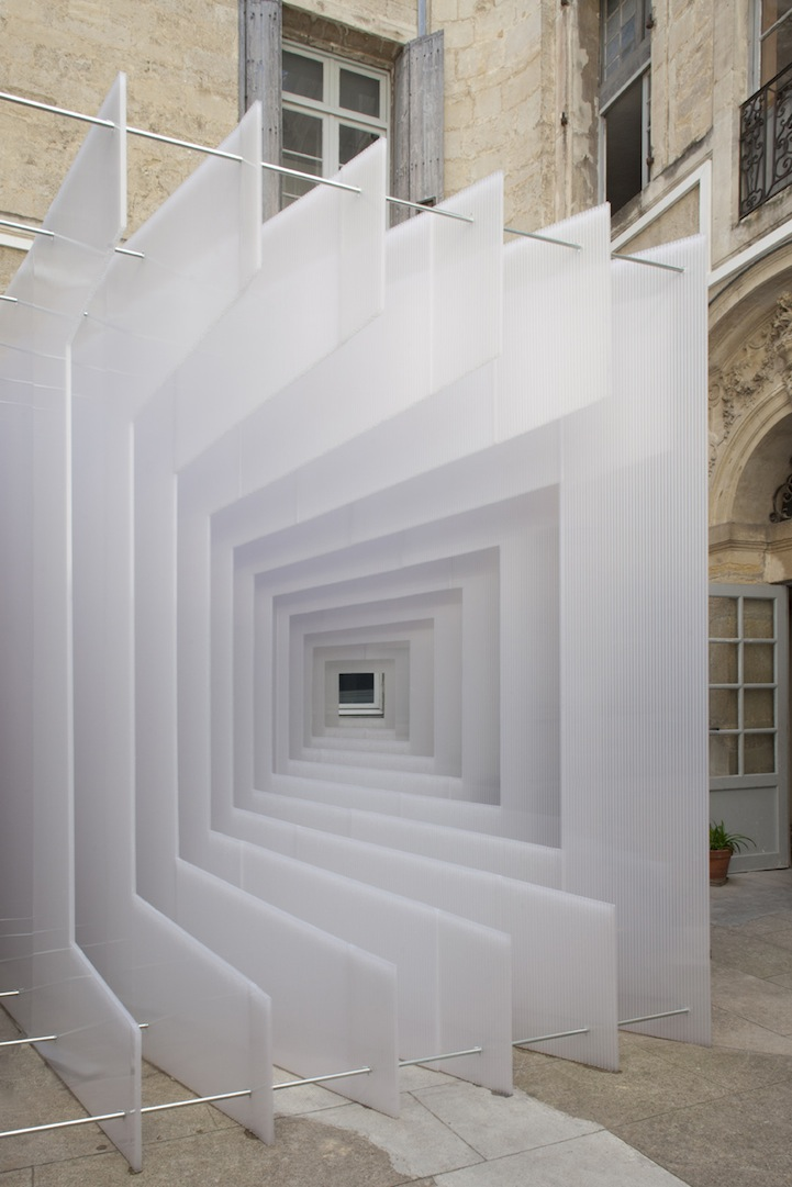 Three Dimensional Sculpture Creates Portal Illusion