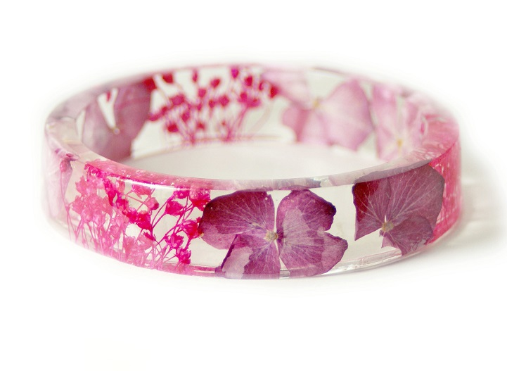 e17b9b773ebb5e Handmade Botanical Jewelry Contains Fragments of Nature Encased in Resin