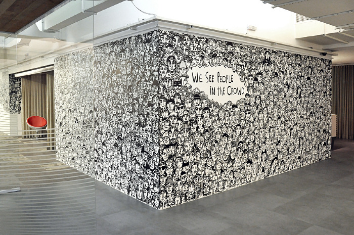 artist doodles hundreds of faces he sees in crowd