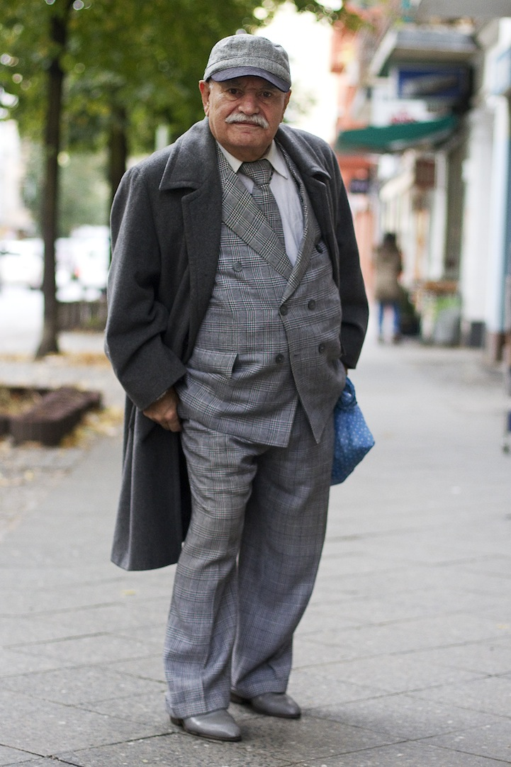 Fascinating Photo Series Of A Stylish Man Passing By Every Day