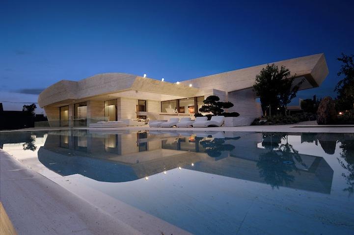 Modern architecture la finca residence in madrid 8 pics for La finca madrid