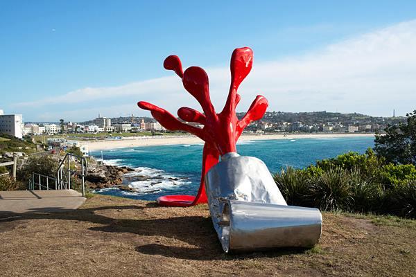 red paint splash giant paint splash sculpture by tomas misura