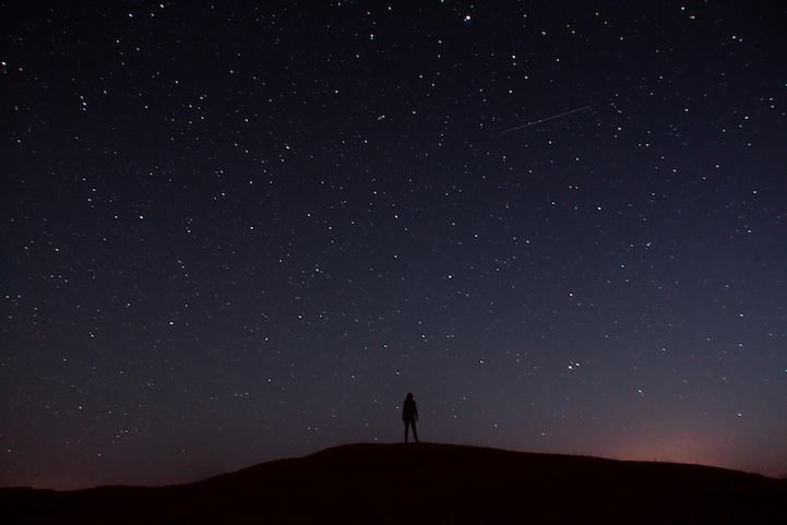 Awestruck Silhouettes Gazing At Spectacular Night Skies - Awe inspiring landscape photography elizabeth gadd