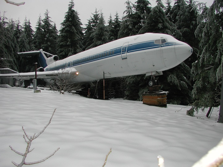 Living Inside A Boeing 727 Located Within Oregon Forest